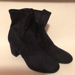 NWOT Unisa NAVY BLUE Suede Ankle Boots